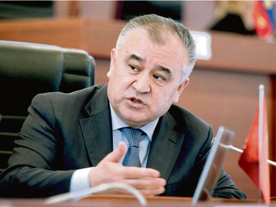 Лидер фракции Ата Мекен Омурбек Текебаев остановился на статдан
